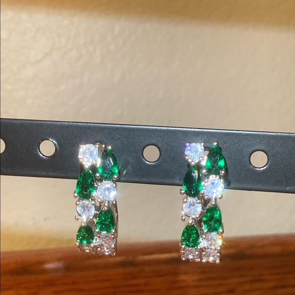 Jewelry - Emerald earrings
